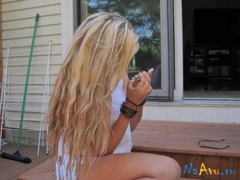 Фото блондинки со светло-русыми волосами с боку на аву в одноклассники