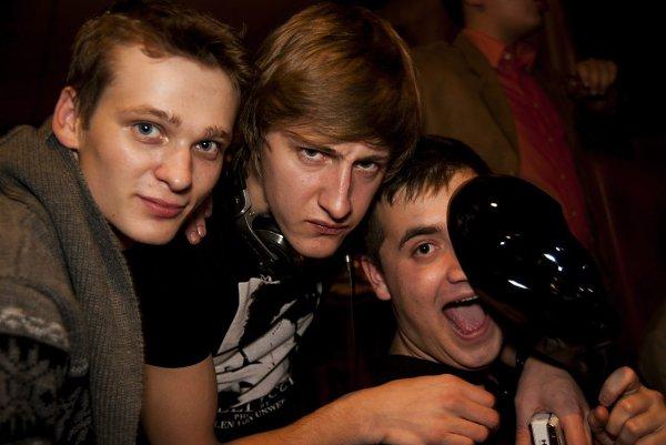 Фото - Моя семья: : Я слева и двоюродные братья Саша и Андрей!!!играем в Мафию - Дмитрий, 26 лет, Владимир