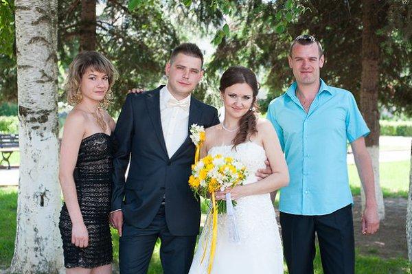 Фото - Моя семья: : я с лева по середине наши друзья и с права муж - Татьяна, 25 лет, Клин