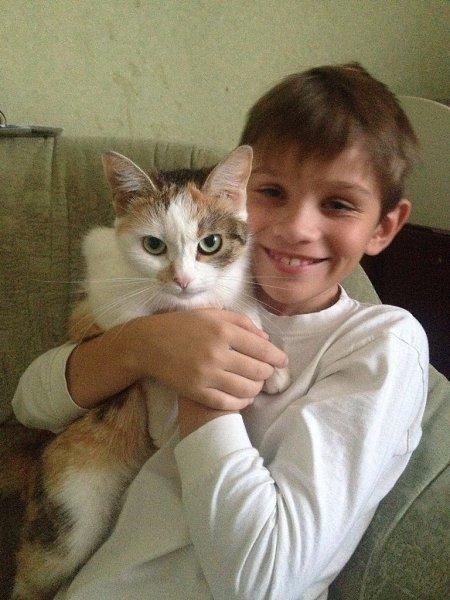Фото: Порода: Обычная домашняя. Я люблю свою кошку, потому,что она Веселая и игривая! - ДМИТРИЙ, Орел