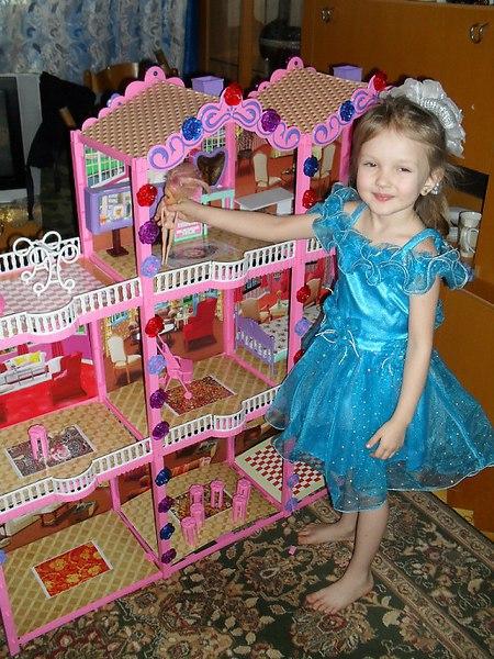 Фото подарка на Новый год: ЮЛИАНКЕ подарили КУКОЛЬНЫЙ ДОМИК, она мечтала о нём целый год - Владлена Кудашина, 48 лет, Чайковский