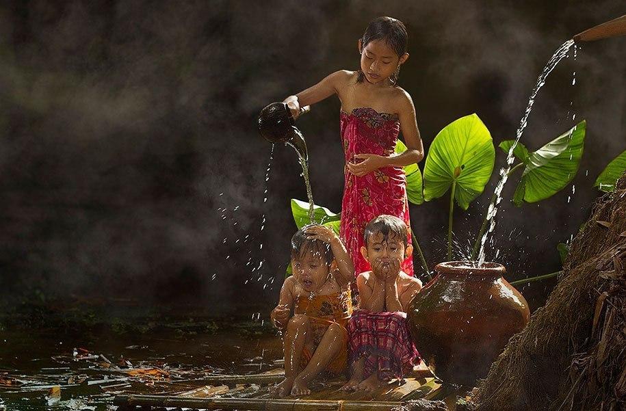 Будни сельских жителей Индонезии в ярких фотографиях Германа Дамара