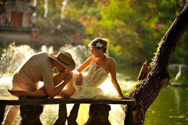 фото мужчина целует ногу богине