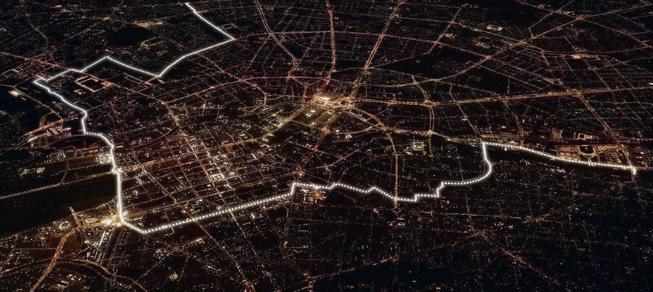 По случаю 25-й годовщины падения Берлинской стены столица Германии была вновь разделена стеной — ...