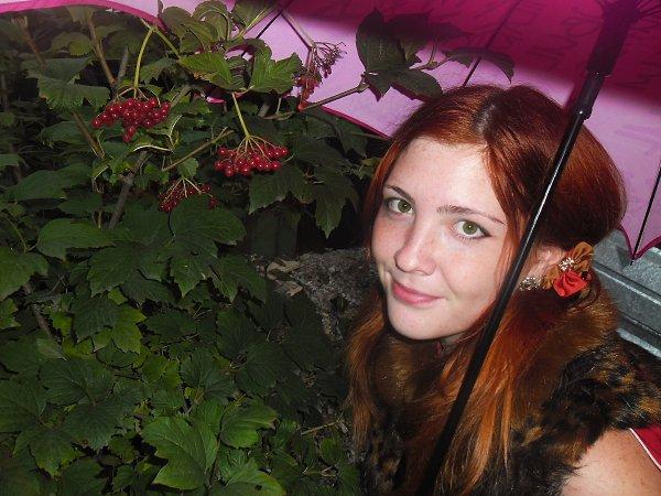 Фото: Элина, 29 лет, Алматы в конкурсе «Осень под зонтом»