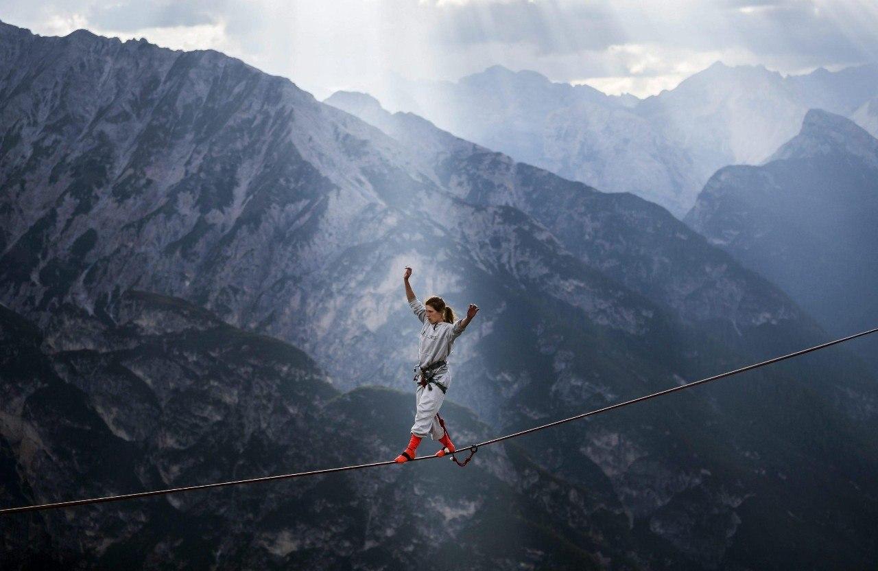 Ежегодный слет канатоходцев-экстремалов в итальянских Альпах - 2