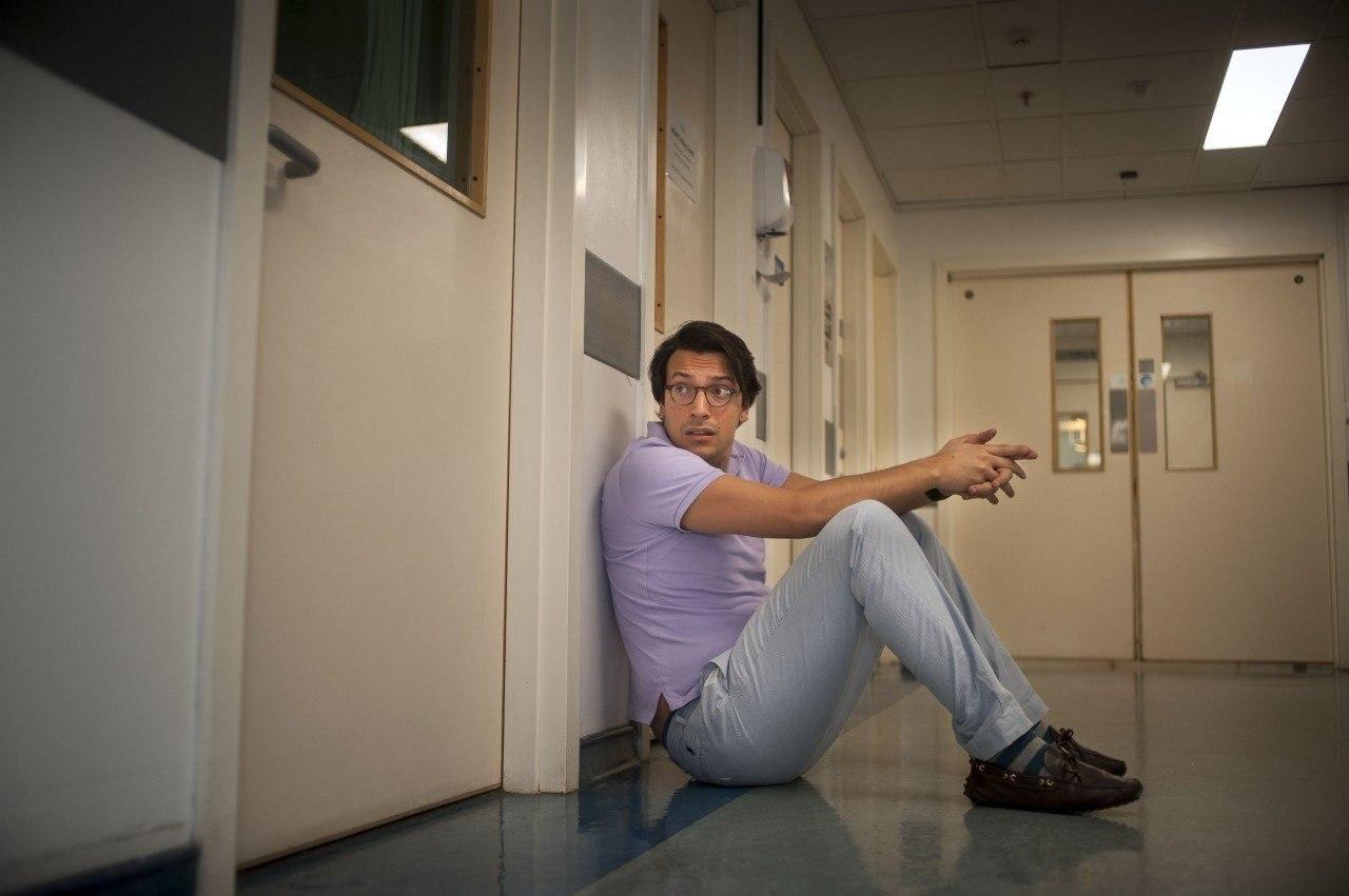 Британский фотограф Дейв Янг несколько ночей провел в лондонских больницах и наблюдал за мужчинами, ... - 3