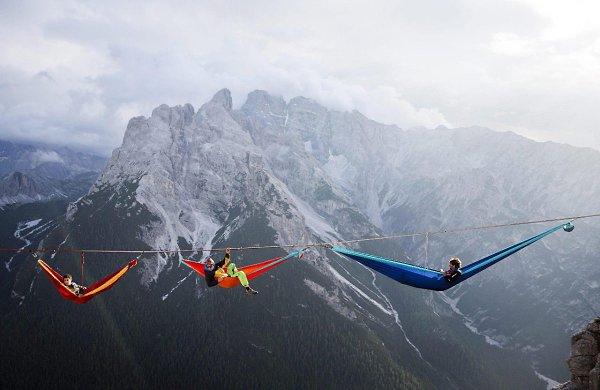 Ежегодный слет канатоходцев-экстремалов в итальянских Альпах - 3