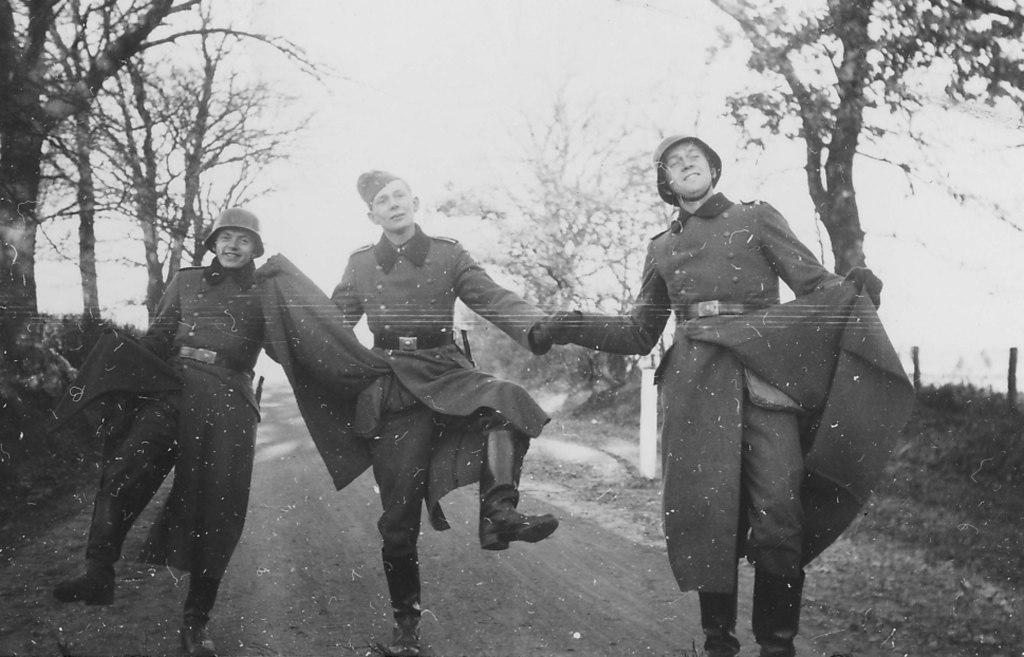 сводкам смешные немцы фото необходимости применения противоязвенного