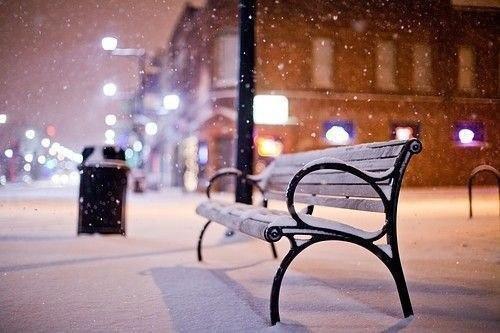 Нравится очень это чувство. Так спокойно на улице. Идет тихо снег, в ушах наушники. И какая-нибудь ...