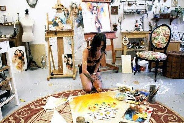 фотосессия художница в мастерской раз приезжая грецию