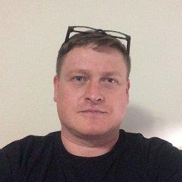 Олег, 48 лет, Калининец