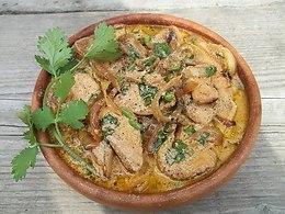 Курица в мультиварке в сметанном соусе.Ингредиенты:курица – 1 шт. (1,2-1,5 кг)лук – 2-3 ...