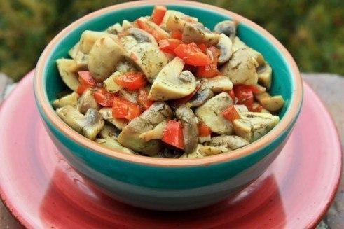 Быстрые маринованные шампиньоны. Эти аппетитные грибочки можно сделать даже накануне застолья – и ...