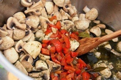 Быстрые маринованные шампиньоны. Эти аппетитные грибочки можно сделать даже накануне застолья – и ... - 5