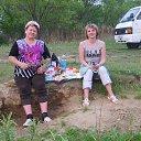 небольшой пикник на берегу реки Бикин.Я и моя невестка. 2013г.
