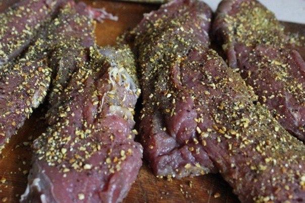 Острая говядина в красном вине.Ингредиенты:Мякоть говядины — 700 гБульон говяжий — 100 млКрасное ... - 2