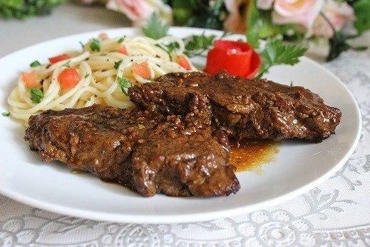 Острая говядина в красном вине.Ингредиенты:Мякоть говядины — 700 гБульон говяжий — 100 млКрасное ...