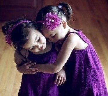 Сестра — это лучший друг, от которого невозможно избавиться.