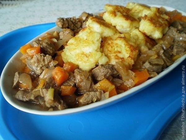 Говядина с картофельными галушками.Ингредиенты: Филе говядины — 500 г Картофель — 500 г Репчатый лук ...