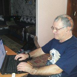 За работой на ноутбуке!