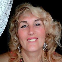 Лариса, 65 лет, Луга