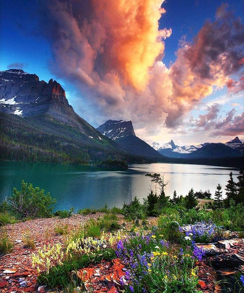 ними красивые пейзажи мира фото своему вулканическому ландшафту