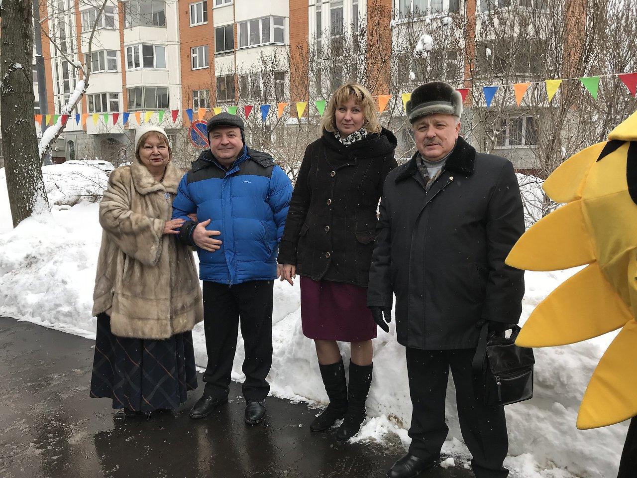 К праздничному дню, на сцене возле ГБУ «ЦДС «Олимп», прошёл концерт посвящённый 23 февраля! - 2