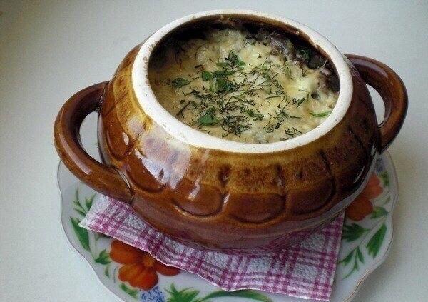 Фрикадельки с картошкой и грибами под сыром.Ингредиенты:- картошку 2 шт.- фрикадельки 3 шт.- ... - 6