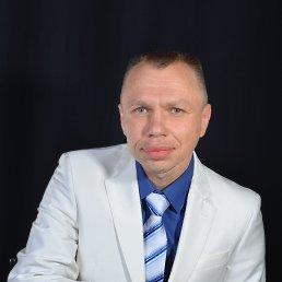 Белый деловой костюм