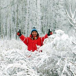 Быть может, не совсем Делон,(оскал от уха и до уха); В нелепой шапочке, пардон, В сугробе, право, веселуха!Трещит рождественский мороз, Снежинки белые летают. Замёрзли щёки, руки, нос, И только деньги, сука, тают!