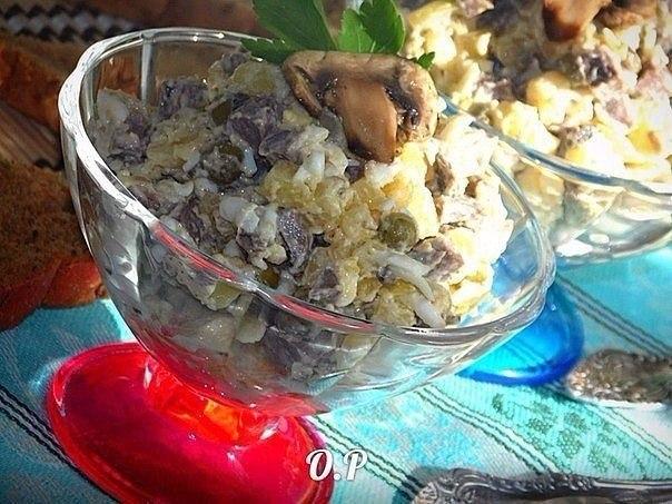 Салат с сердцем.Ингредиенты: • картофель - 3 шт. (среднего размера); • грибы - 150 г (у меня ...