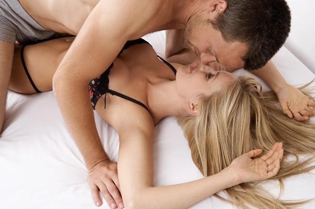мужчина занимаются сексом с женщинами