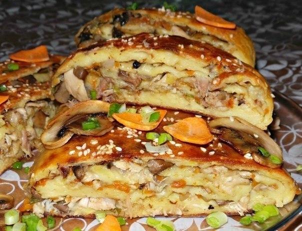 Картофельный рулет с курицей и грибами.Ингредиенты:200 г куриного филе;250-300 г свежих грибов,у ...