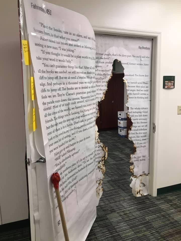 Дверь в колледже по мотивам произведения Рея Брэдбери