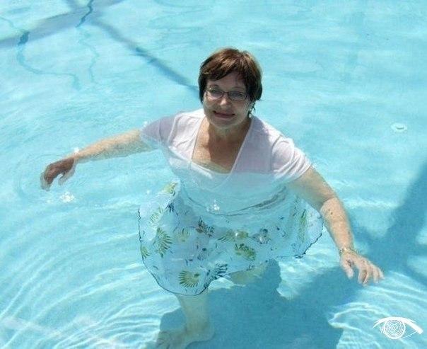 Учителя России запустили флешмоб, чтобы поддержать уволенную из-за фотографий в купальнике кoллегy. - 7
