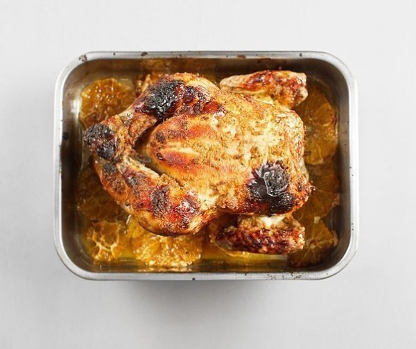 Курица, запеченная с имбирем и апельсинами.Ингредиенты:Курица — 1 шт.Цветочный мед — 4 ст. ... - 8