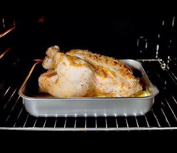 Курица, запеченная с имбирем и апельсинами.Ингредиенты:Курица — 1 шт.Цветочный мед — 4 ст. ... - 7