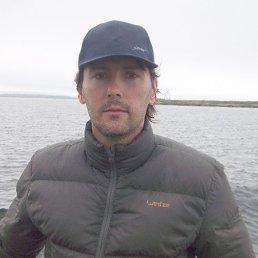 Роман, Москва, 44 года
