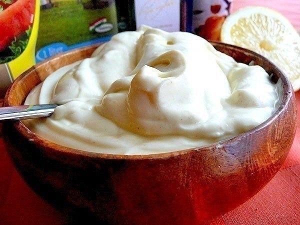 Домашний майонез без яиц за 5 минут.Для 500 мл майонеза понадобится:150 мл молока300 мл раст. масла1 ...