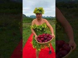 https://www.youtube.com/watch?...4tMuT8_XfoСмешное ВидеоМодели показывают натуральные Фрукты И Овощи...