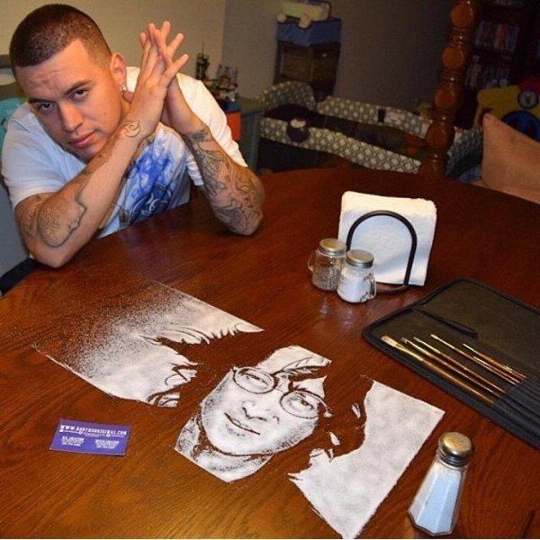 Рисовать можно даже солью! Если у тебя есть талант.А у этого парня он точно есть