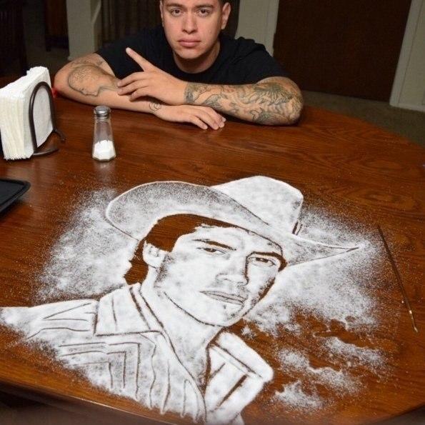 Рисовать можно даже солью! Если у тебя есть талант.А у этого парня он точно есть - 2