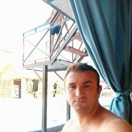 Виктор, 33 года, Свободный