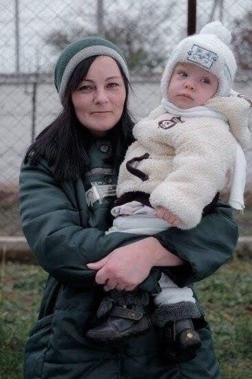 Эти матеря воспитывающие своих детей за решеткой... Детей жалко пчпчпч - 6
